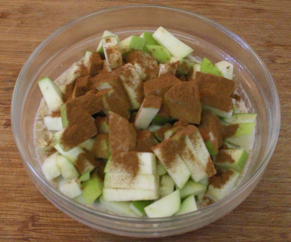 granny smith apples with ground cinnamon