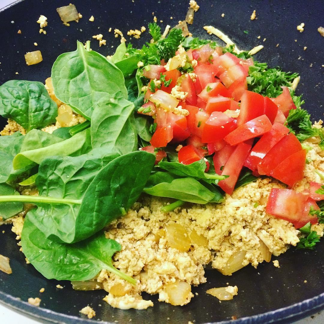 tofu scramble spinach tomato